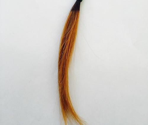 黒染めが落ちた毛束